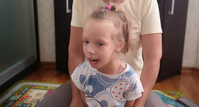 Аня Дронік, 5 років