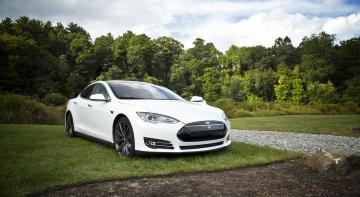 14-річний одесит на татовому авто в'їхав у Tesla