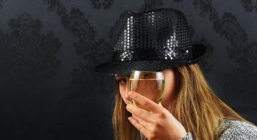 Нервові жінки щодня потребують шампанського
