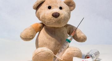 Протести проти вакцинаціїї миттєво припиняться