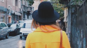 Як поводитися з незнайомками на вулиці?